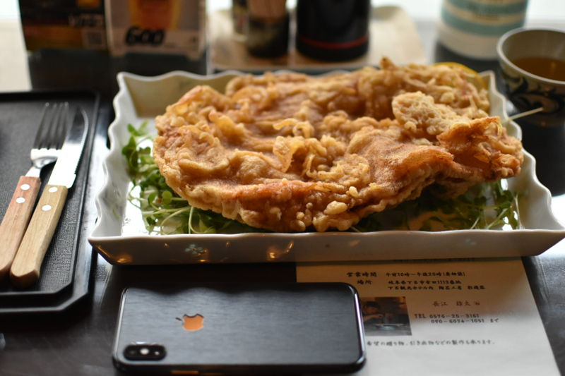 食彩房 翔の唐揚げとiPhoneXsを比較