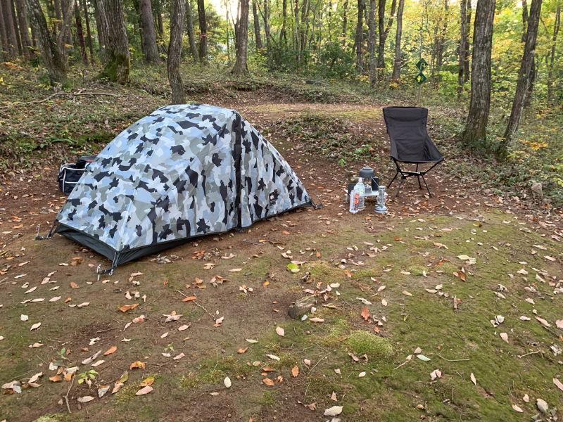 飛騨市森林公園キャンプ場でサイト設営