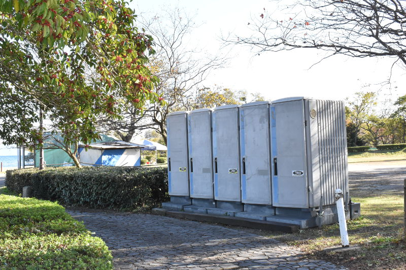 六ツ矢崎浜オートキャンプ場の仮設トイレ