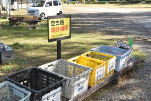 六ツ矢崎浜オートキャンプ場の空き瓶捨て場