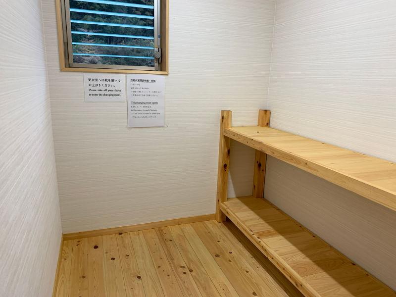 仙人風呂の更衣室の内装