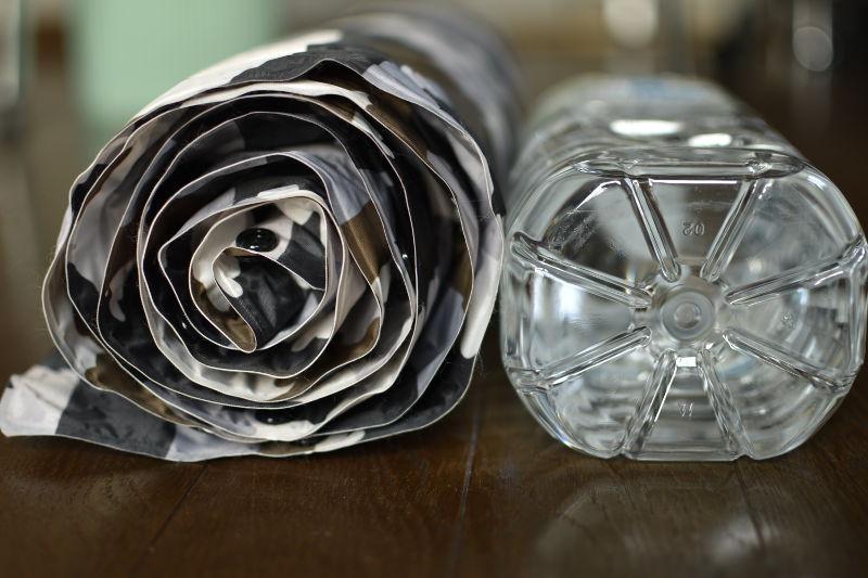 インフレートマット (カモフラ)とペットボトル厚さ比較