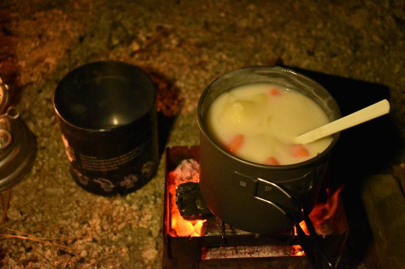 宇賀渓キャンプ場でシチュー2