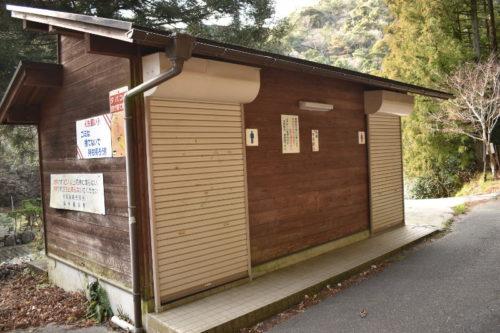 宇賀渓キャンプ場のトイレ(キャンプ場側)