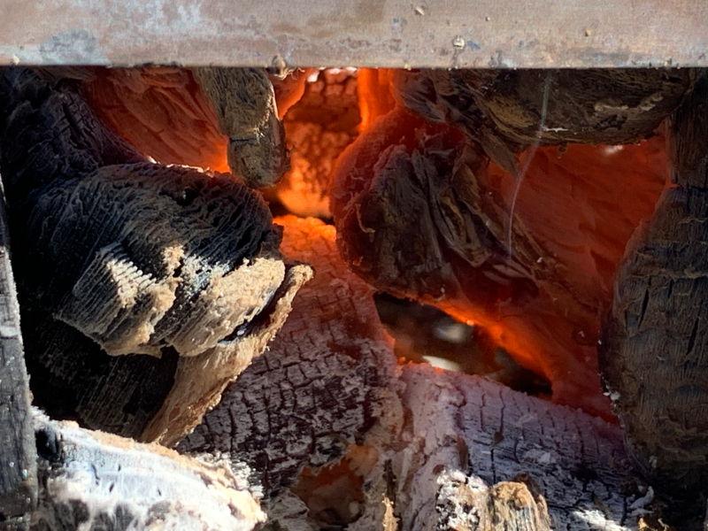 焚き火の中