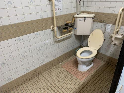 粕川オートキャンプ場のトイレ(洋式)