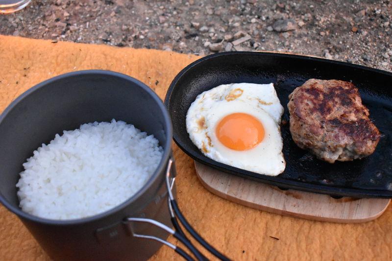 大津谷公園でハンバーグ定食