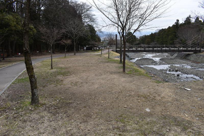 大津谷公園キャンプ場西側下段