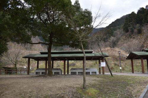 大津谷公園キャンプ場炊事棟東側上段