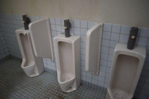 大津谷公園キャンプ場の西側上段トイレ小便器