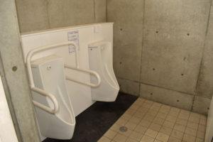 大津谷公園キャンプ場の西側下段トイレ小便器