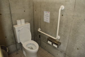 大津谷公園キャンプ場の西側下段洋式トイレ