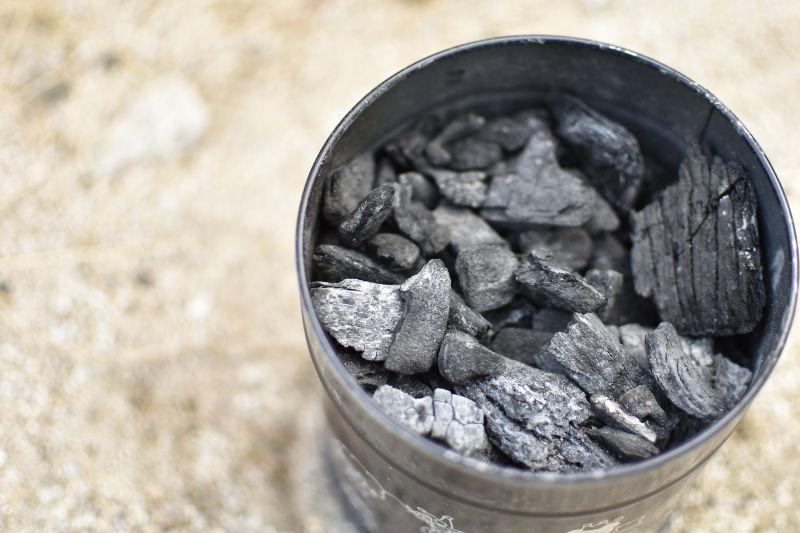 火消し壺の炭
