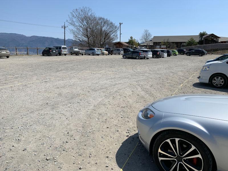 ほったらかし温泉の駐車場