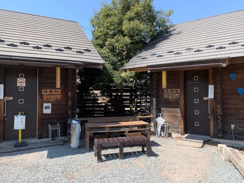 ほっらかし温泉の休憩所入り口