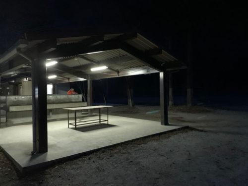 浩庵キャンプ場の炊事棟(夜)