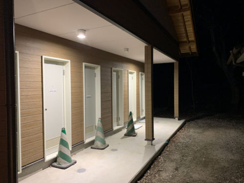 浩庵キャンプ場のシャワー(夜)