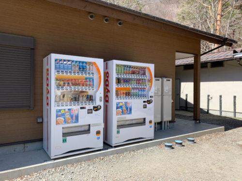 浩庵キャンプ場の自動販売機(ダイドー)