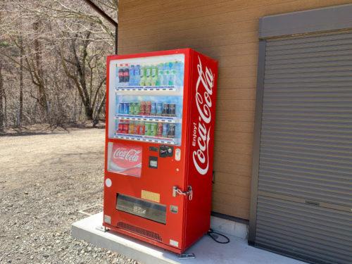 浩庵キャンプ場の自動販売機(コカコーラ)