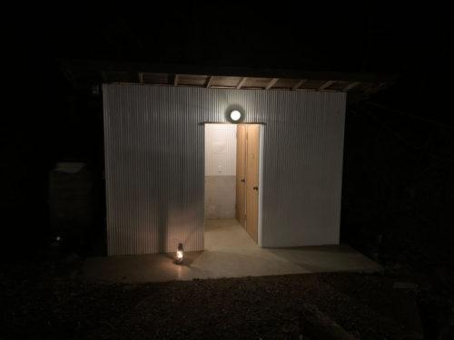 RetreatCampまほろばのトイレ(夜)