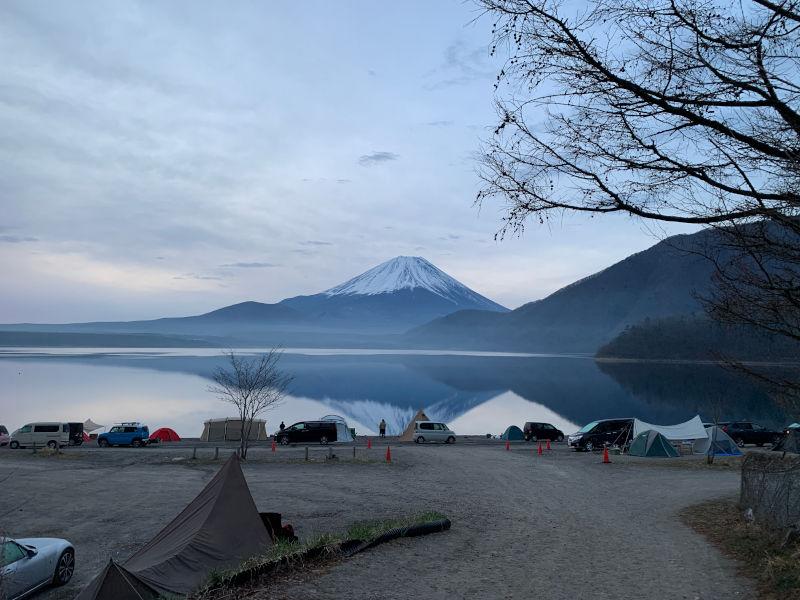 早朝の浩庵キャンプ場と逆さ富士