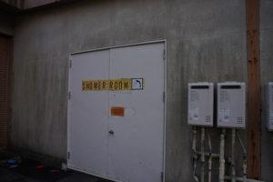 レイクロッジヤマナカのシャワールーム扉
