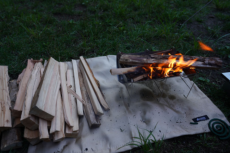 ロゴスの焚き火シート使用時の様子