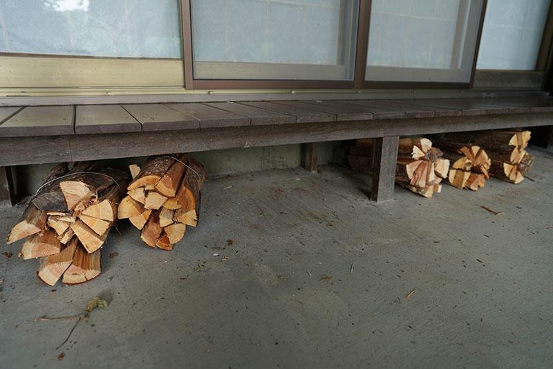 四尾連湖水明荘で販売されている薪