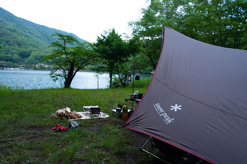 四尾連湖水明荘でテント設営